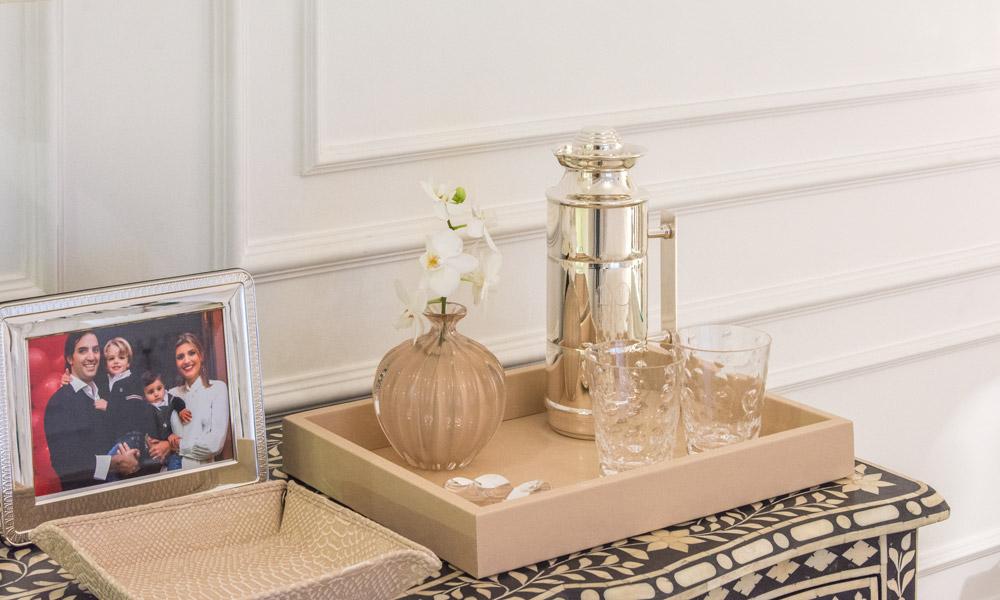 Produzindo a nova cômoda no quarto de Maria Rudge por Studio TH • Living Gazette