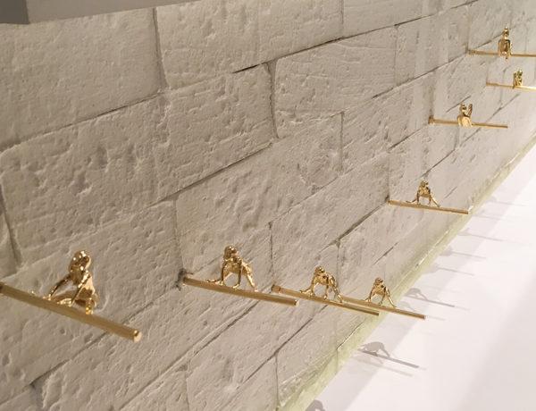As bailarinas douradas e acrobatas de Nara Ota