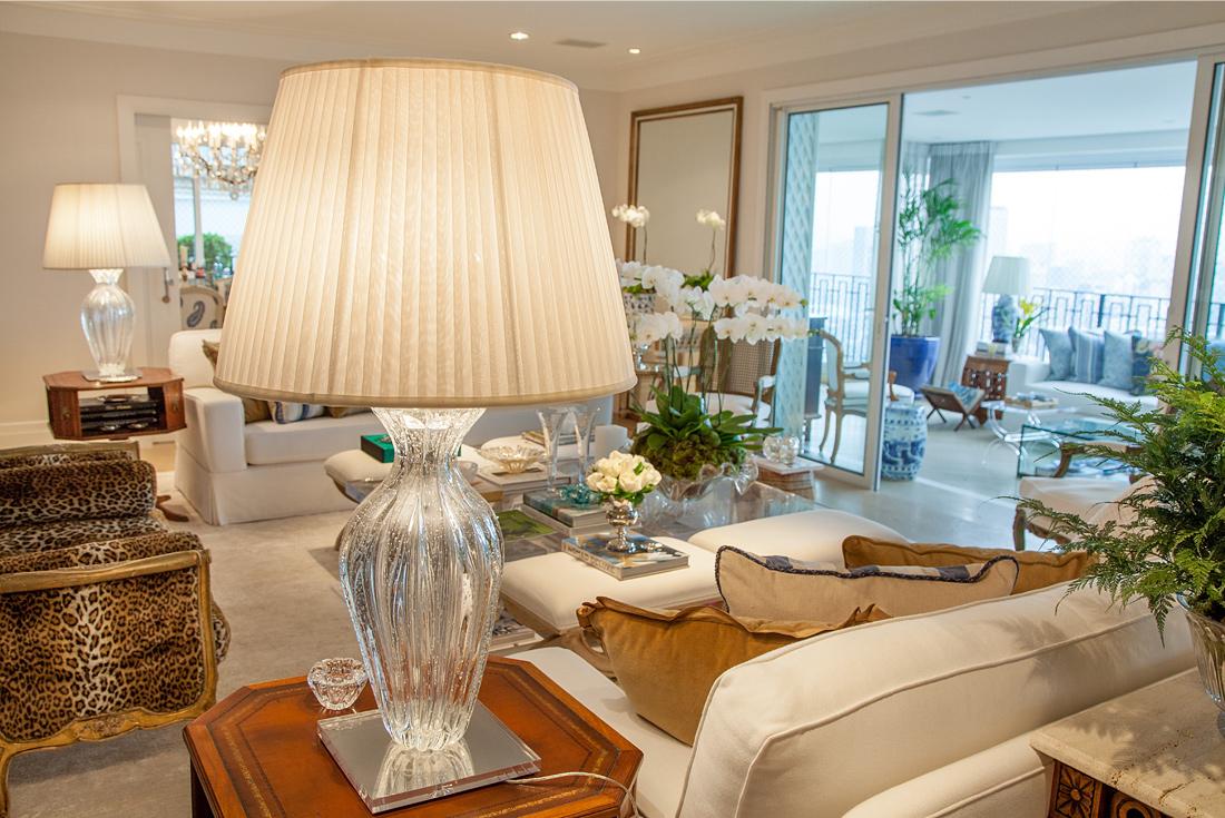 O update sutil na sala de estar da Maria Rudge, por Theodora Home