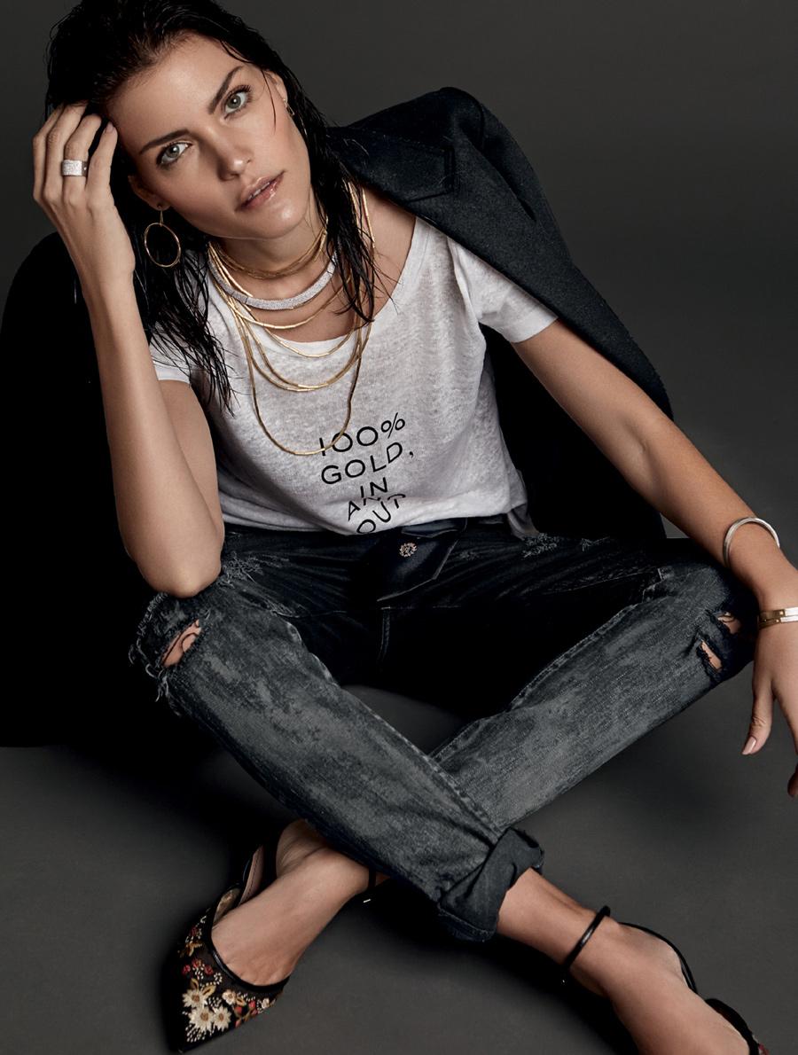 Editorial: jeans, camiseta e joias aos montes